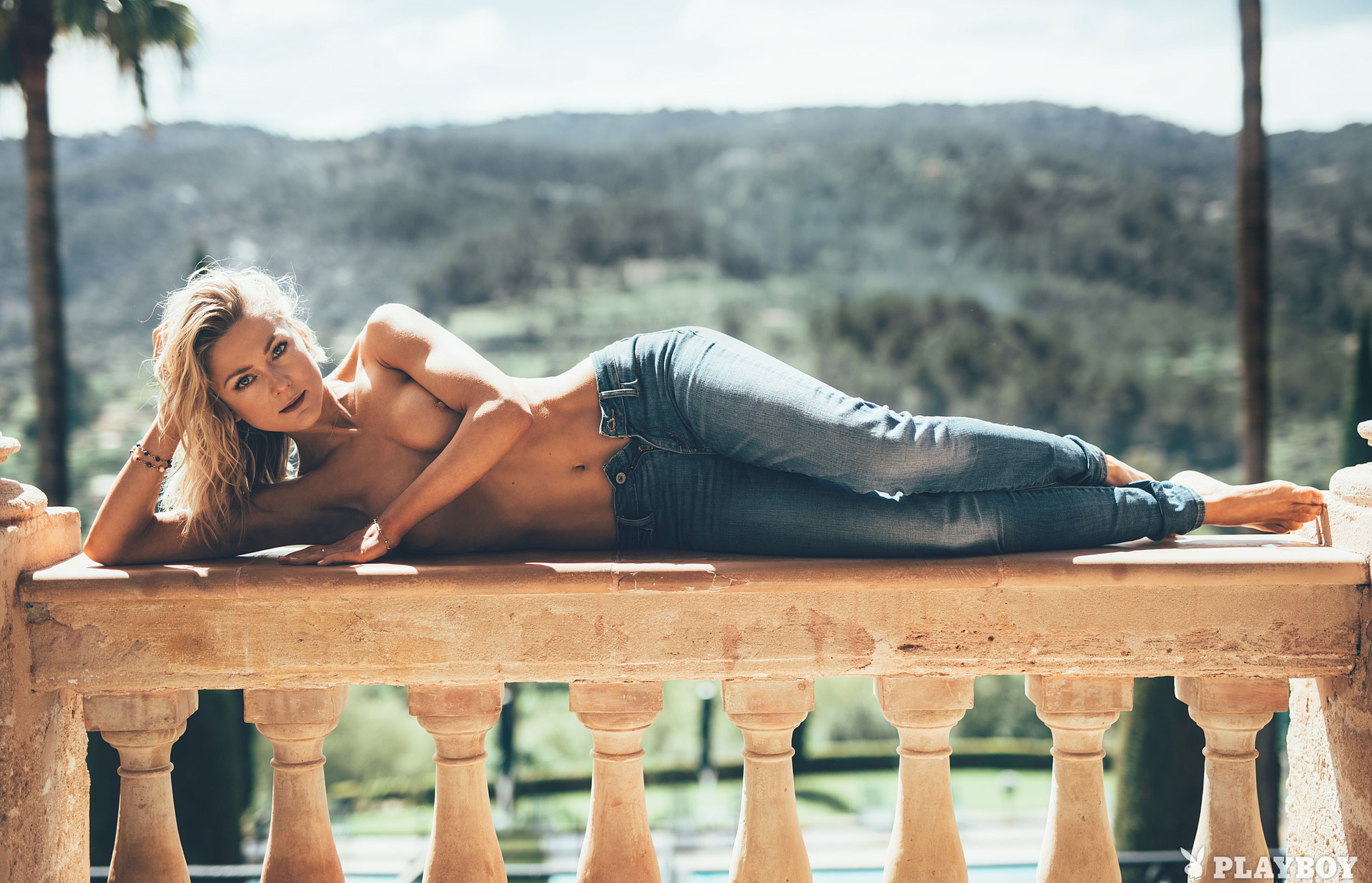 немецкая певица Линда Хессе в журнале Playboy Germany, июнь 2018 / фото 01