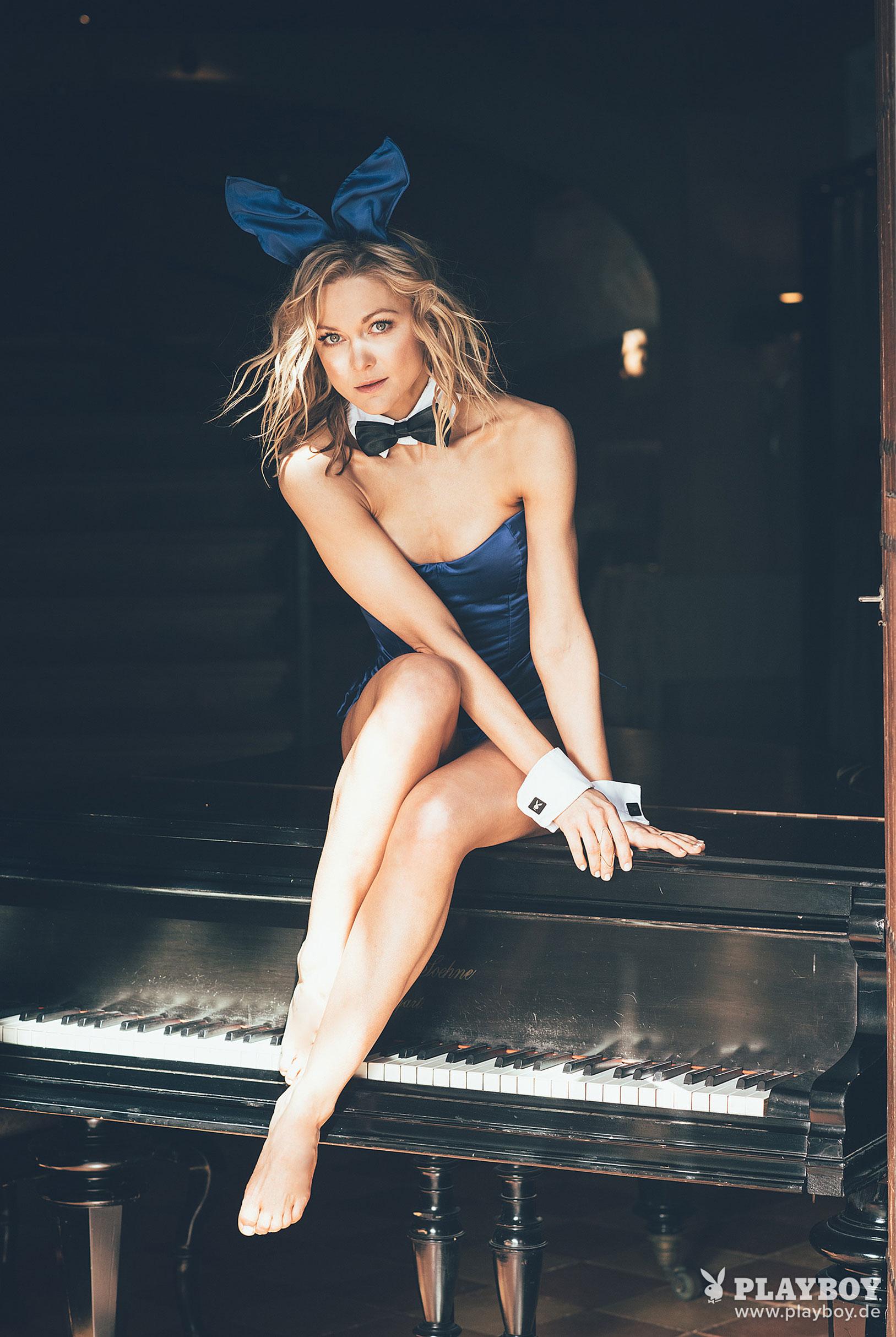 немецкая певица Линда Хессе в журнале Playboy Germany, июнь 2018 / фото 16
