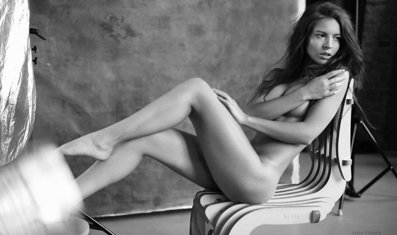 голая Юлия Зубова на черно-белых фотографиях Алисы Вернер / фото 01