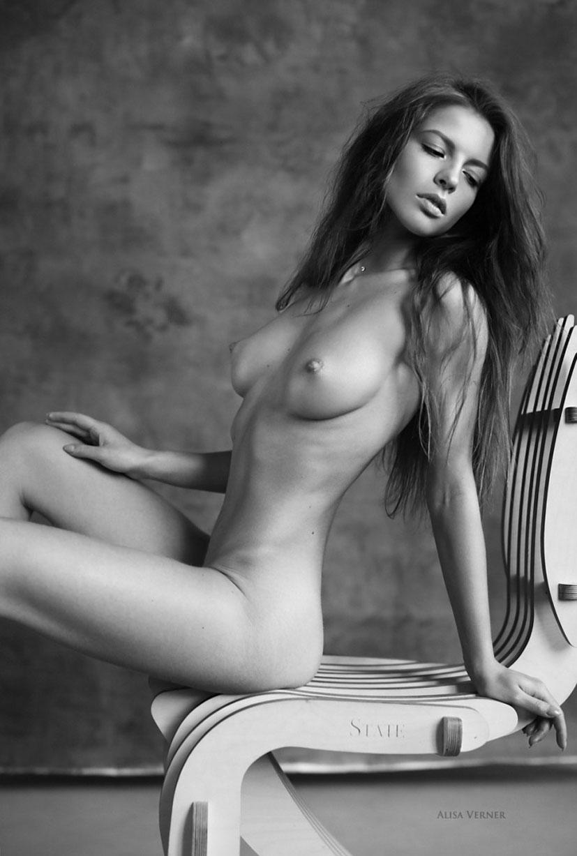 голая Юлия Зубова на черно-белых фотографиях Алисы Вернер / фото 09