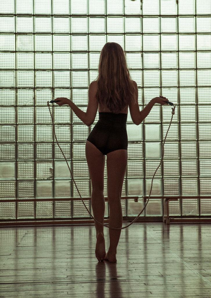 Урок физкультуры с очаровательной учительницей / фото 13