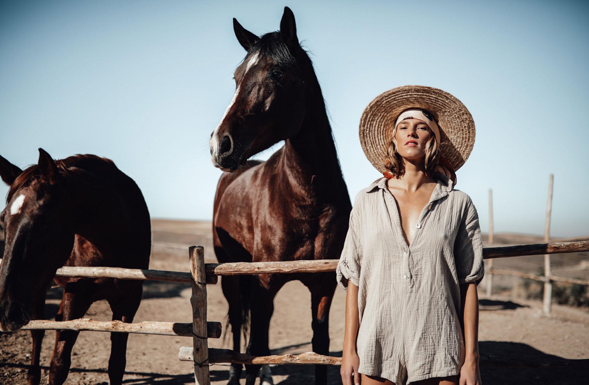Поездка по Марокко в рекламе шляп, косынок и бандан Fringe and Frange / фото 08