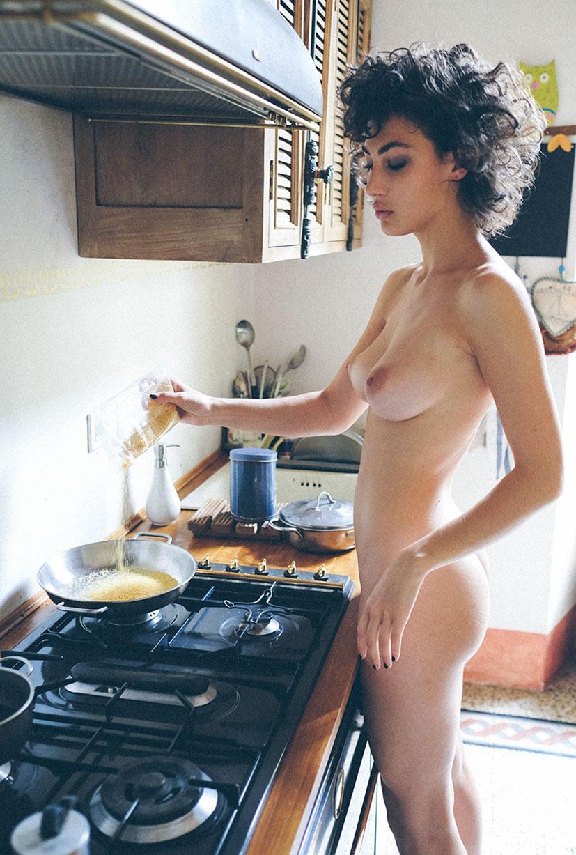 голая Джена в домашней обстановке / фото 20