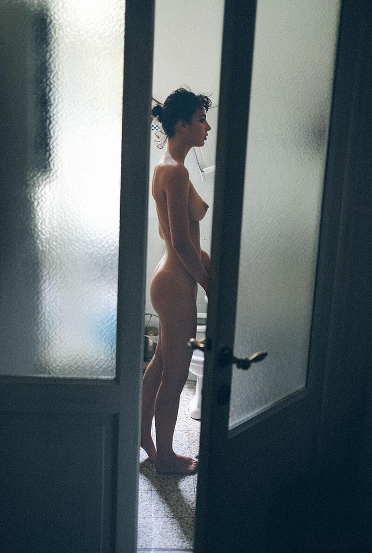 голая Джена в домашней обстановке / фото 24