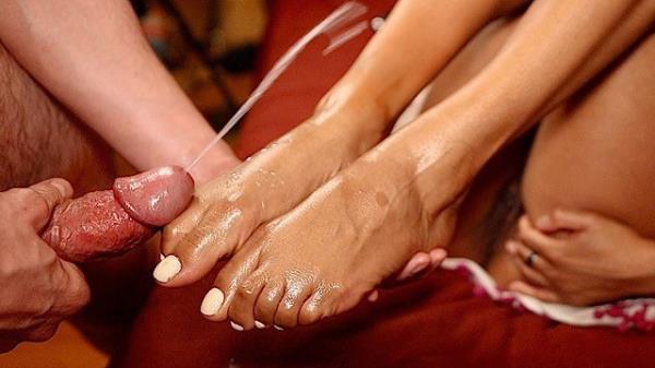 SwirlLife69: SwirlLife69 - Best Ebony Footjob I Covered Her Pretty Feet in Cum (FullHD) - 2021