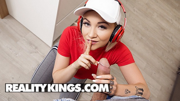 Marilyn Sugar: Hot Chick Marilyn Sugar Fucks her BF after they have a Fight (HD / 720p / 2021) [RealityKings]