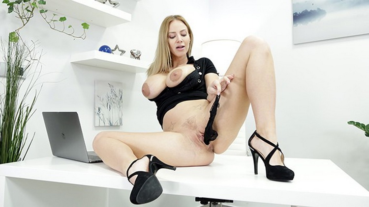 [VReXtasy] - Nathaly Cherie - Bored at the Office (2021 / UltraHD 4K 2160p)