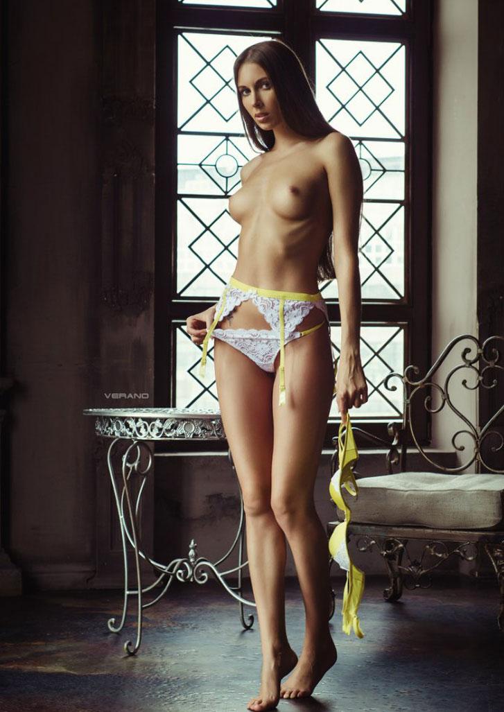 Матильда Штейн снимает праздничное нижнее белье / фото 06