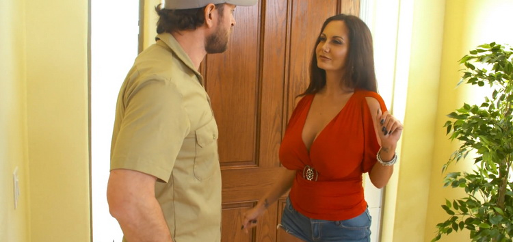 [SeducedByACougar] - Ava Addams - Ava Addams Fucking in the Living Room with her Outie Pussy (2021 / UltraHD 4K 2160p)