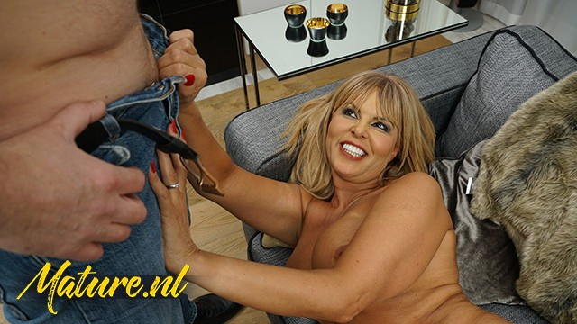 Unknown - Horny Mature Slut Cant Wait To Get Her Pussy Throat Fucked: 221 MB: FullHD 1080p - [MatureNL]