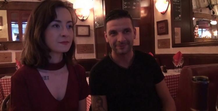 [JacquieEtMichelTV/Indecentes-Voisines] - Julie - Julie, 21ans, serveuse dans un restaurant italien! (2021 / FullHD 1080p)