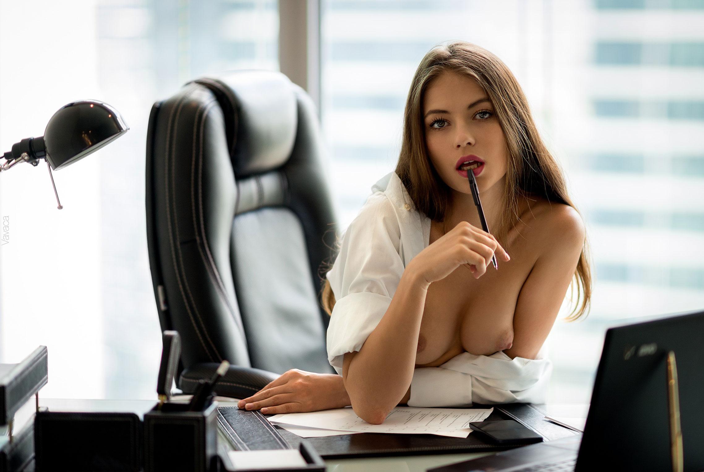 сексуальная Виктория Алико в роли секретарши мечты / фото 01