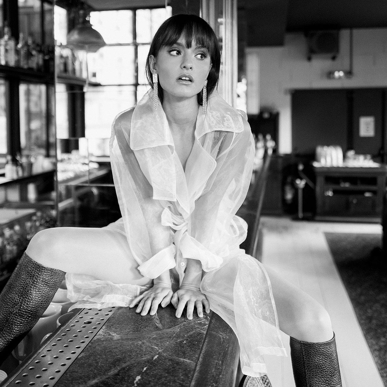 Гала Мартинес в винтажной модной фотосессии / фото 01