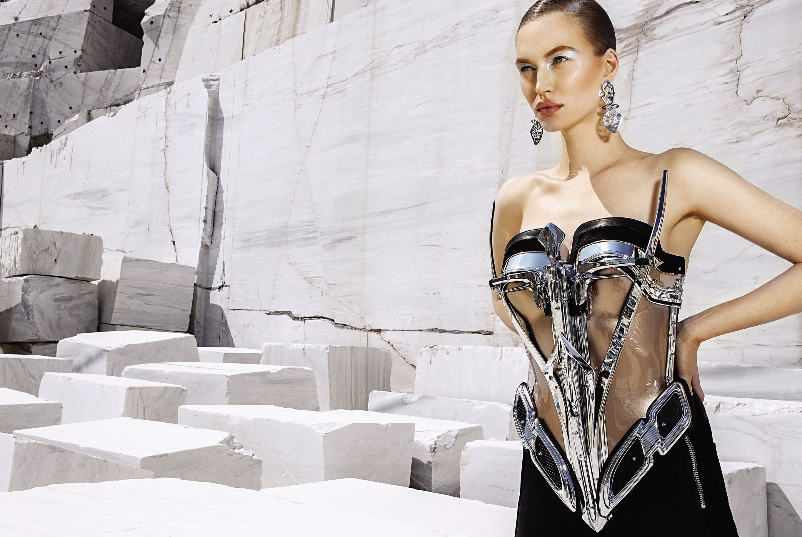 Юлия Забровская примеряет доспехи космического Одиссея / фото 01